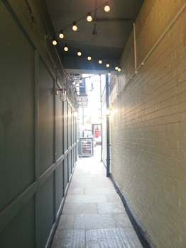Alleyway leading to the Pack Horse Inn, Leeds